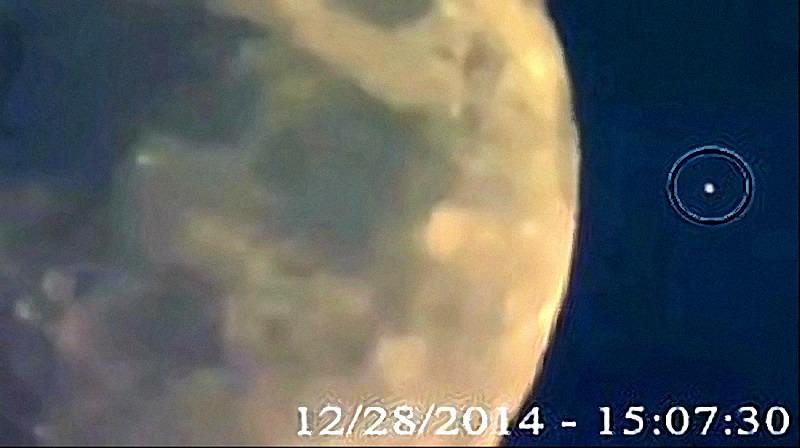 UFO LASCIA IL SUOLO LUNARE 2_20141229161954