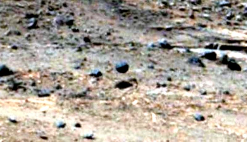 Sonda aliena su Marte? Una sfera sospesa