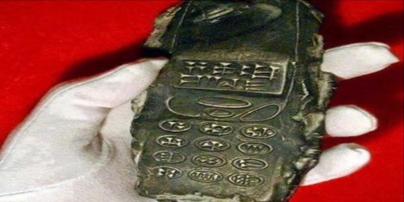 Un cellulare...fuori tempo. Bufala o verità?