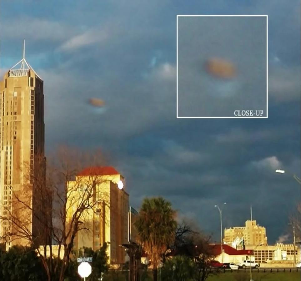 UFO Nuvola San Antonio (2)