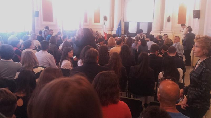 Il folto pubblico presente nella sala conferenze del Palazzo del Governo di Benevento.
