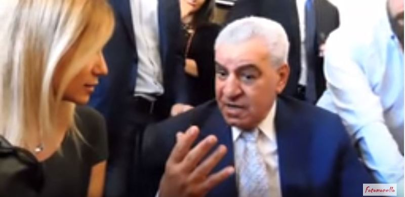 Hawass risponde a Carannante tramite l'interprete. Fonte: https://www.youtube.com/watch?v=dWwVQOXrCHI&t=6s