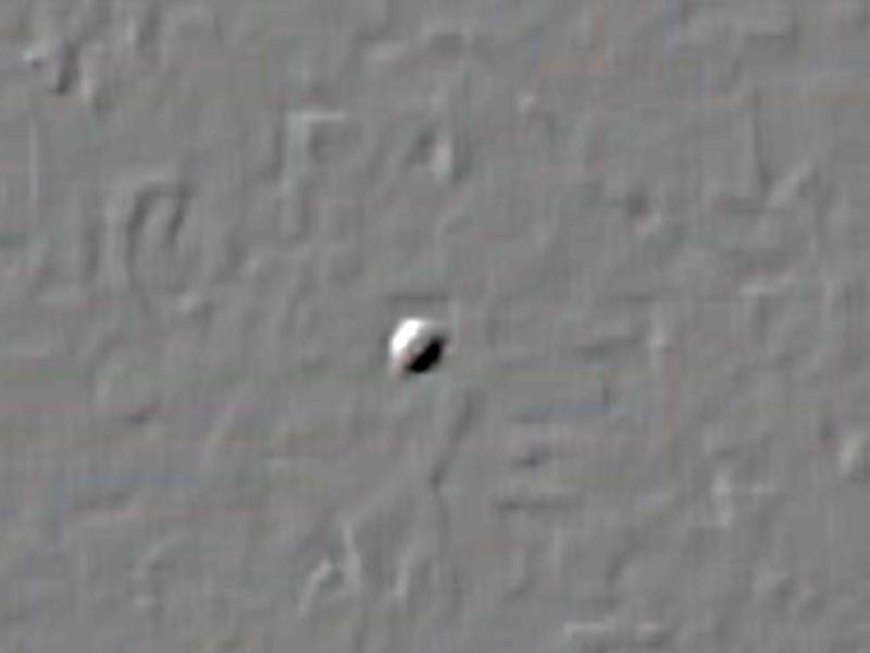 Ufo Tribiano 29.06.2017. Notare la strana fascia obliqua che sembra dividere la parte superiore da quella inferiore dell'ufo. Effetto ottico? Indubbiamente molto suggestiva.
