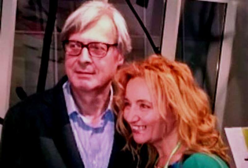 Il Direttore della manifestazione Mina Cappussi, con Vittorio Sgarbi.