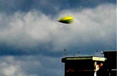 L'ufo del Villaggio Coppola, frazione di Castelvolturno, provincia di Caserta. Fotografato il 13.03.2012