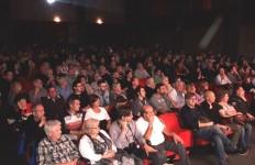 Fig. 4. Altra veduta della folla. Nessun trucco, nessun inganno. Noi del C.UFO.M., le foto della gente ai convegni le facciamo vedere.