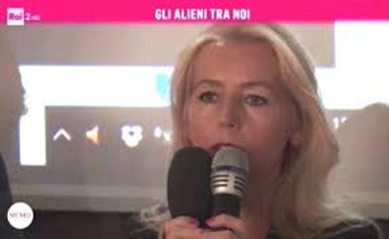 Fig. 7. La rapita e contattata Iwona Szymanska. Nonostante tanti contrattempi, alla fine è intervenuta telefonicamente mentre sullo schermo scorrevano i suoi straordinari video ed incredibili foto di ufo.