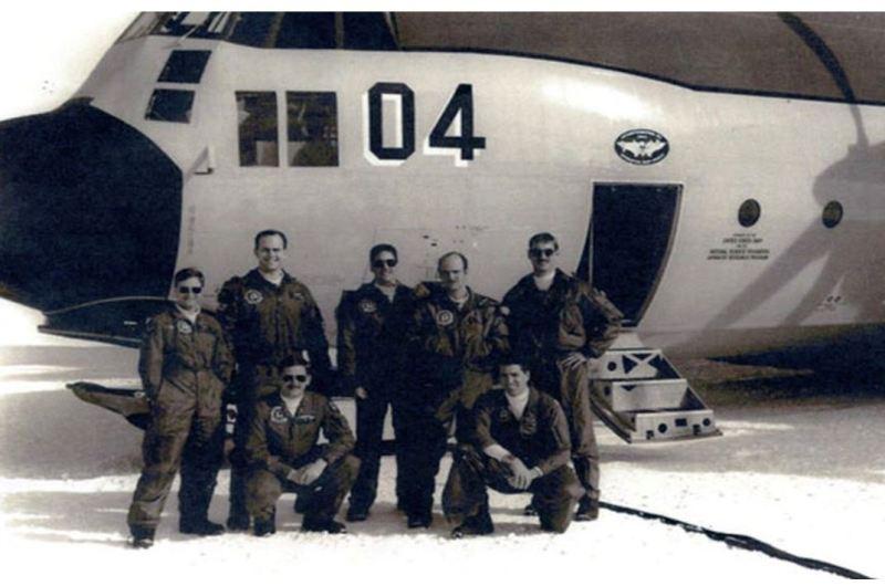 In questa immagine l'equipaggio della U.S. Navy. Development Squadron Six o VXE-6.