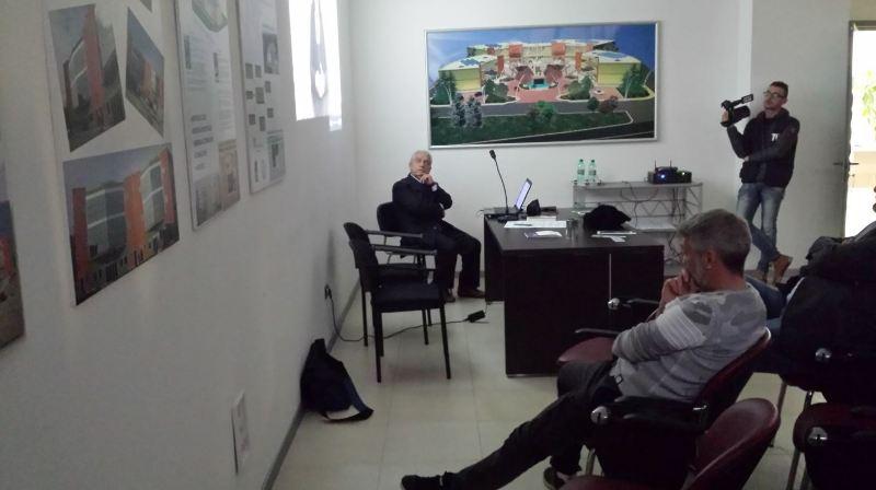 Convegno Apollosa 11.11.2017. Foto con Capobianco, Fucci e l'operatore di TV7.