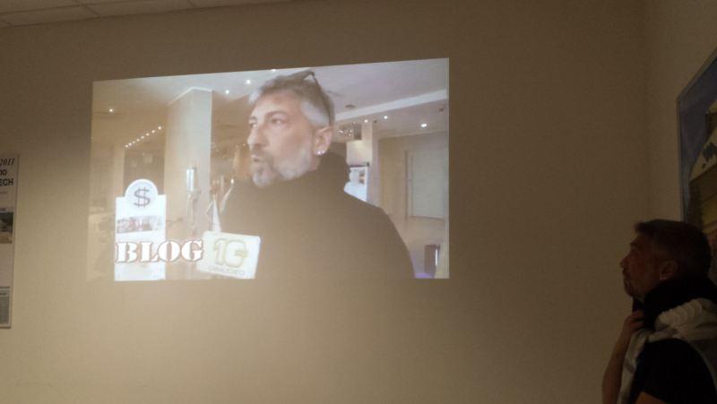 L'ing. Adamo Fucci, mentre guarda sè stesso in una trasmissione televisiva, Stava svolgendo la sua relazione.