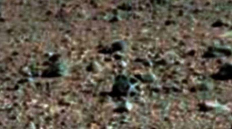 Lo strano oggetto su Marte dall'apparenza metallico e bucherellato
