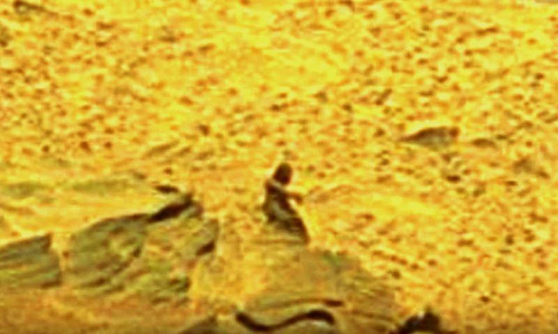 ufo statua marte 3