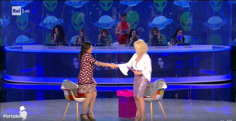 Fig.1. Marianna saluta Antonella Clerici, la conduttrice di Portobello.