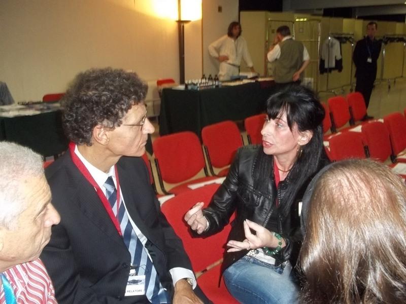 """Il Presidente Carannante intervista Giovanna Podda durante il convegno mondiale del 24 e 25 settembre 2011 """"Interazione tra umani ed alieni""""."""