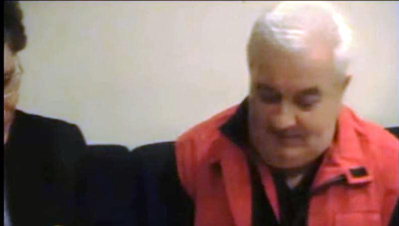 Il Presidente Carannante, che si vede di scorcio, intervista Zanfretta al Convegno mondiale 2011 Interazione tra umani ed Alieni