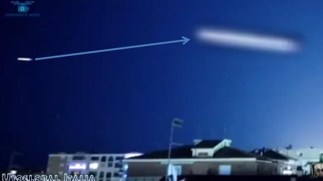 Un ufo dello spettacolare video di Pescara del 06.01.2020. La forma è chiaramente sigariforme, presente inc asistica.