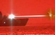 """Immagine presa dal canale youtube """"Video DefPost"""" e di cui è stato fatto un collage con altra immagine sempre dallo stesso video."""