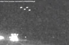 UFO CALIFORNIA, LOS BANOS, U.S.A., 08.05.2021, TRIANGOLARE CON 4 LUCI BIANCHE, NOTTURNO